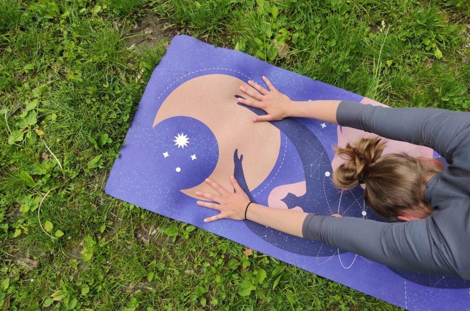 Moonholi – ekologiczne maty do jogi z nadrukami.